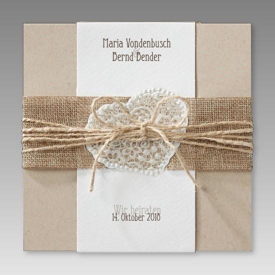 Trendige Hochzeitseinladung aus Kraftkarton mit Jute-Banderole