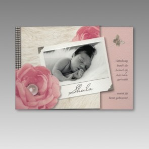 Geburtsanzeige mit Foto und Rosenblüten