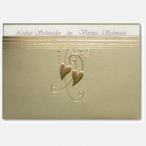 Hochzeitseinladungskarte mit zwei Goldherzen