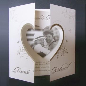 romantische Hochzeitseinladung mit Herzbild