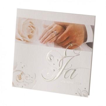 Hochzeitseinladungskarte mit den Händen