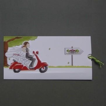 Kreative Hochzeit Einladungskarte mit Brautpaar auf Motorroller