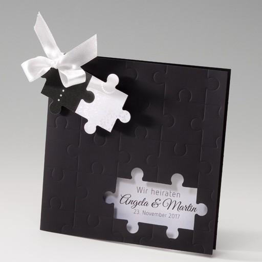 schwarze einladungskarte zur hochzeit mit puzzle und schleife. Black Bedroom Furniture Sets. Home Design Ideas