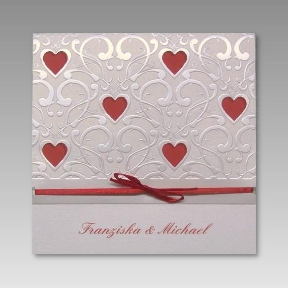 Einladungskarte Hochzeit Mit Vielen Roten Ausgestanzten Herzen