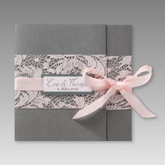 romantische einladung zur hochzeit mit rosa spitze und schleife. Black Bedroom Furniture Sets. Home Design Ideas