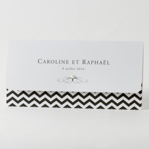 weiße Einladungskarte mit modernen Chevron-Design
