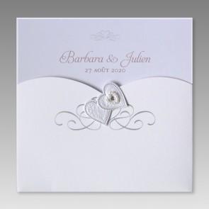 Romantische Hochzeitseinladung mit Perlen und Herzen