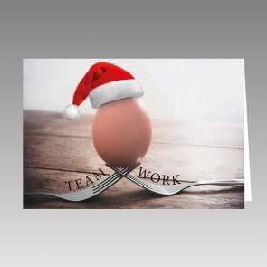 Teamwork-Weihnachtskarte mit Ei