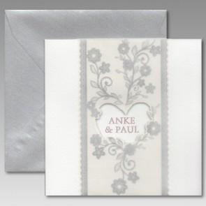 Stilvolle Hochzeitseinladung mit silberfarbenem Kuvert