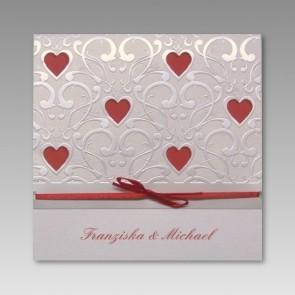 Schöne Einladungskarte zur Hochzeit mit Herzen (ausgestanzt)